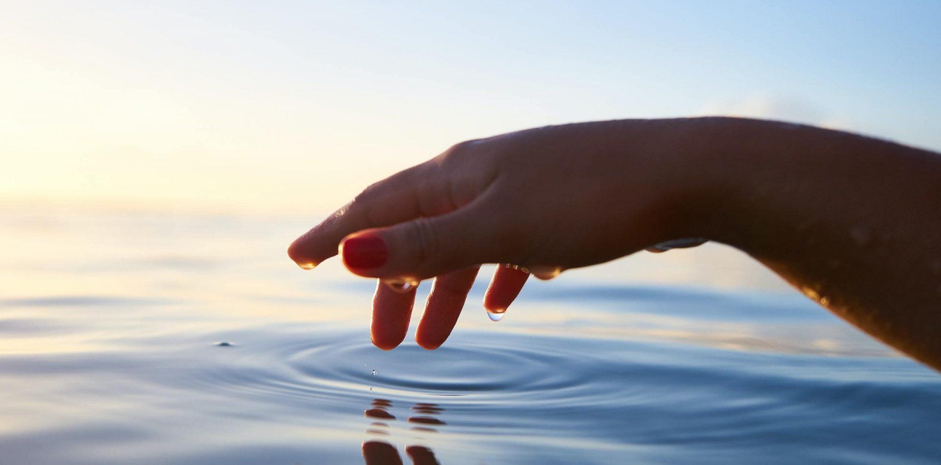 hånd i vand